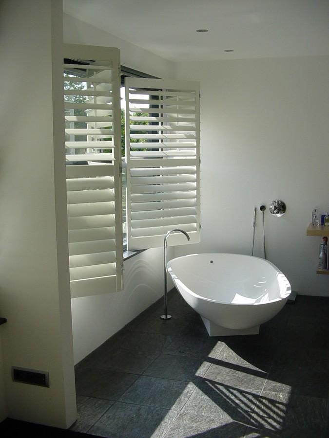 Vloertegels Badkamer Wit ~ shutters in badkamer sfeer raambekleding 1 jpg