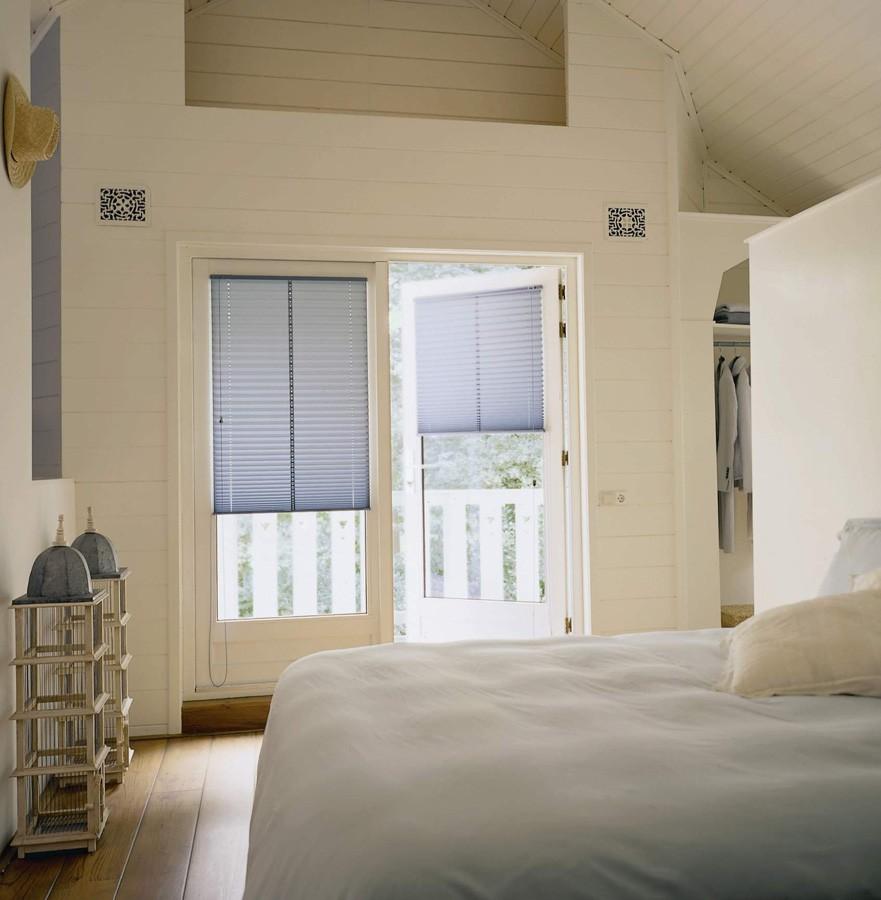 plisse gordijnen op de deur gemonteerd markant zonwering den bosch